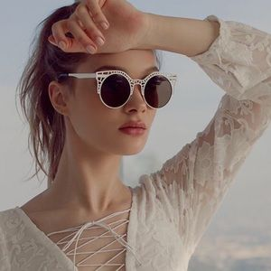Quay Fleur Sunglasses Gold with Green NWT